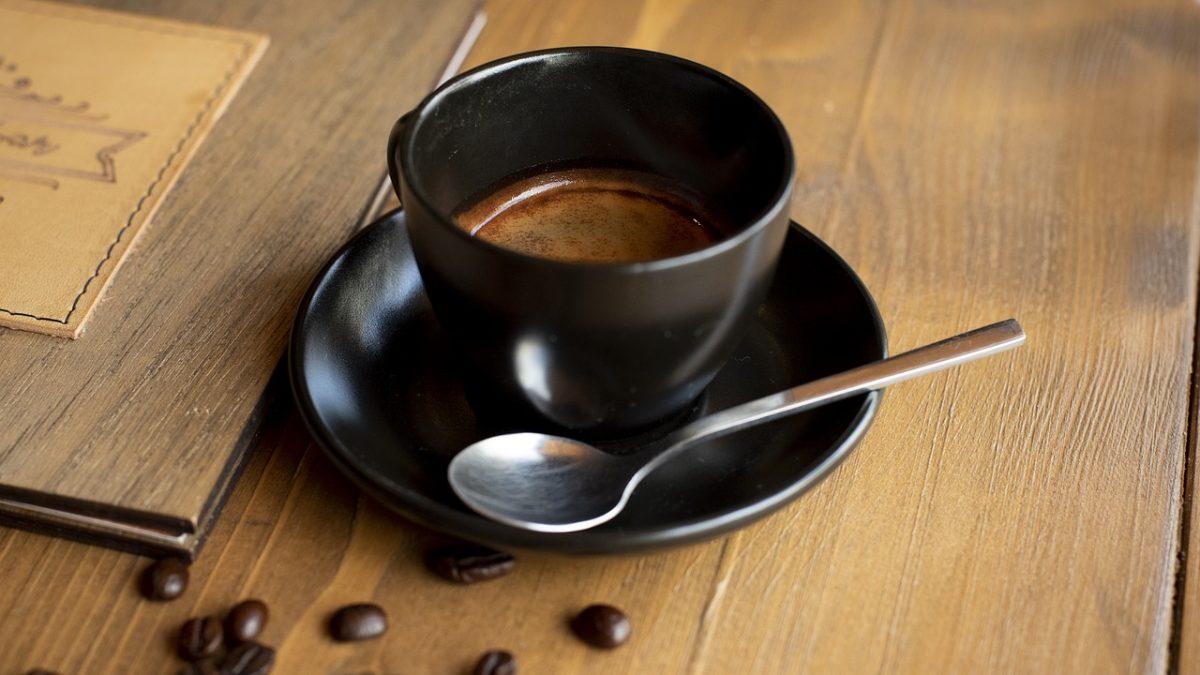 kawa z węglem aktywnym